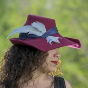 Wine portrait hat with blue silk