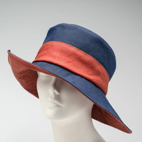 Waxed cotton rain hat, blue and red