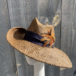 Wide brim sun hat in brown