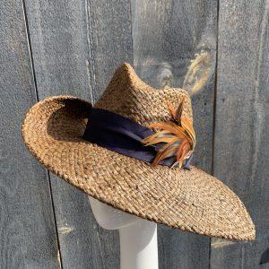 Wide brim sun hat in brown